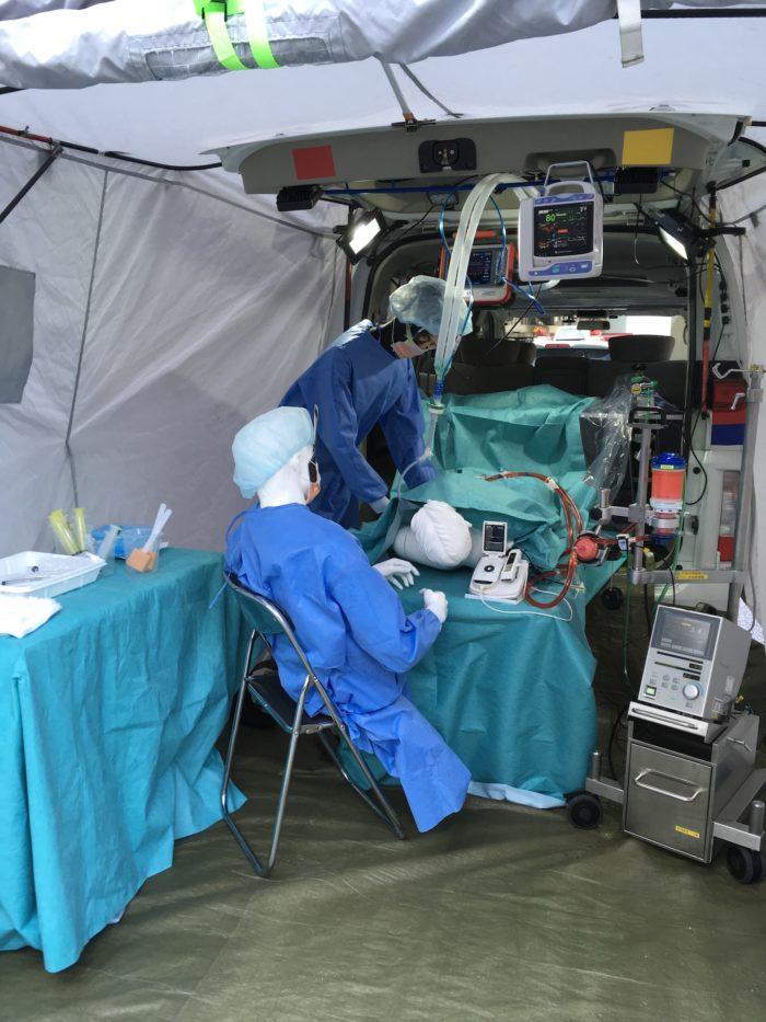 ドクターカーV3の内部(手術室)の様子